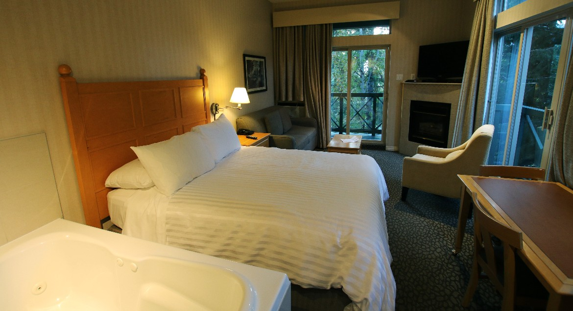 Queen Suite at Pinnacle Hotel Whistler